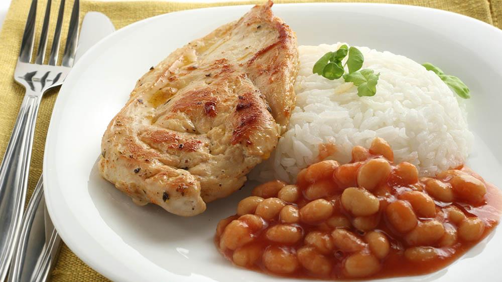 arroz feijao frango alimentacao