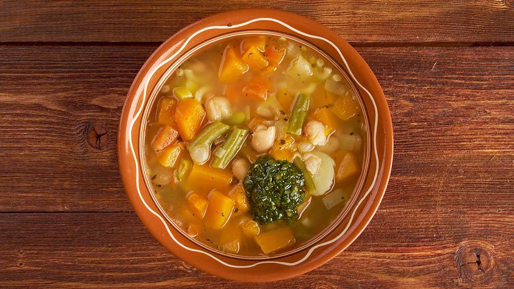 sopa legumes pesto